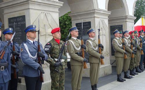 Warta przed Grobem Nieznanego Żołnierza
