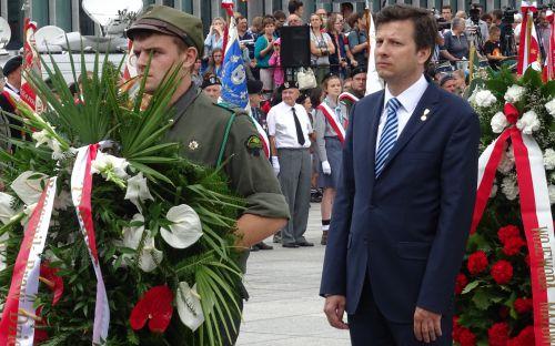 Marek Michalak składa kwiaty pod Grobem Nieznanego Żołnierza