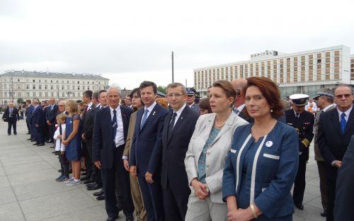 Zdjęcie grupowe uczestników uroczystości