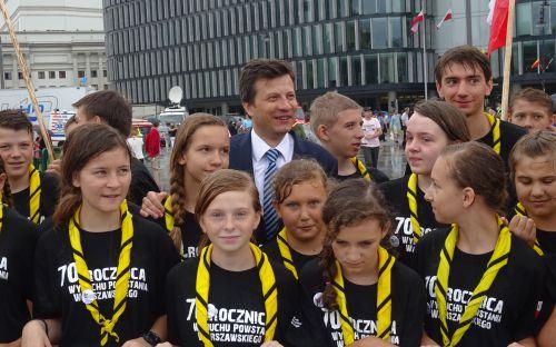 Marek Michalak z grupą harcerzy ze Świdnicy
