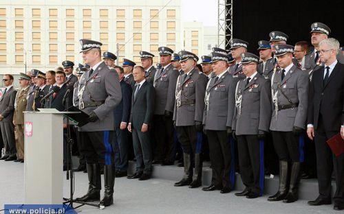 """Laureaci konkursu """"Policjant, który mi pomógł"""" - zdjęcie grupowe"""