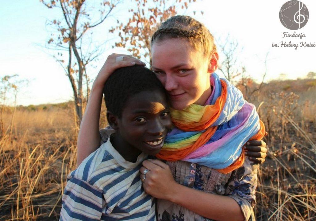 Helena Kmieć podczas wolontariatu w Zambii (foto: helenakmiec.pl)