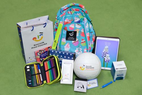 Zestaw nagród dla zwycięzcy konkursu plastycznego o prawach dziecka