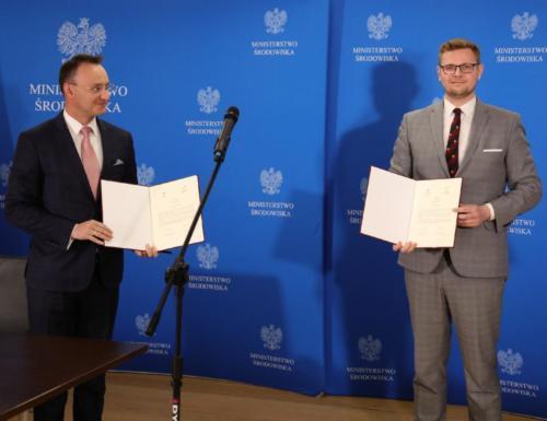 Minister Środowiska Michał Woś i Rzecznik Praw Dziecka Mikołaj Pawlak podpisali porozumienie o powołaniu Młodzieżowej Rady Ekologicznej