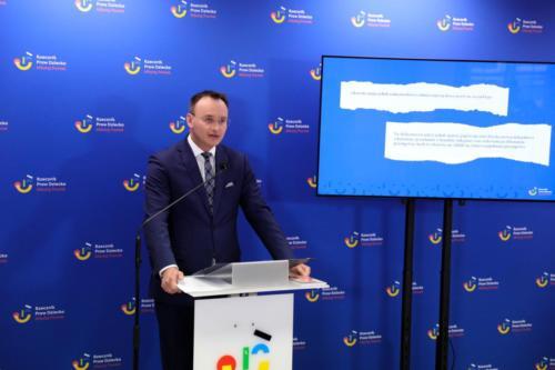 Konferencja Rzecznika Praw Dziecka Mikołaja Pawlaka